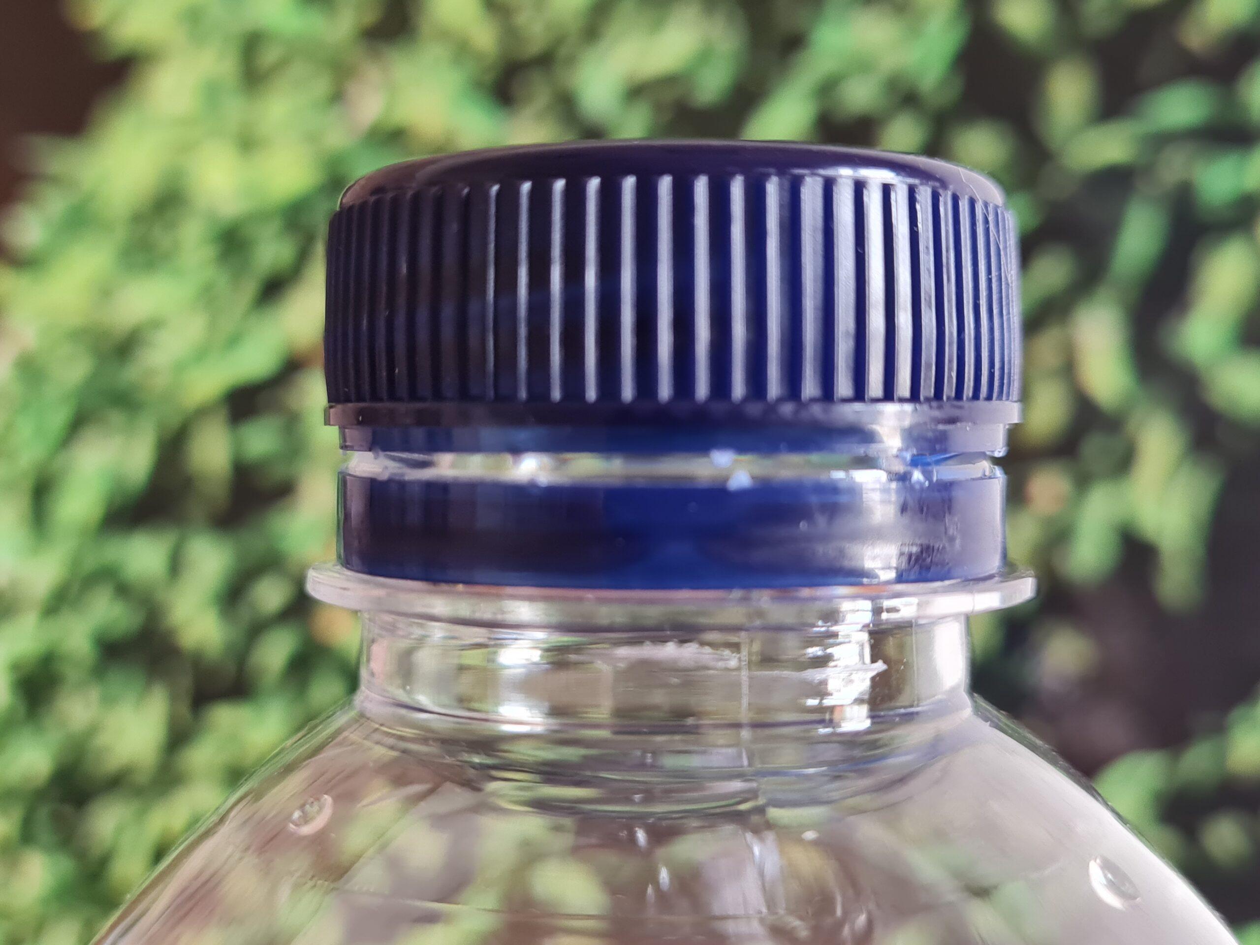 Botón botella de agua de plástico